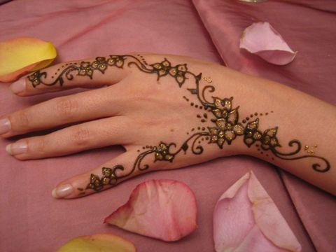 model de tatou de henn forum mode traditionnelle et haute couture. Black Bedroom Furniture Sets. Home Design Ideas